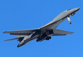Обои B-1B, самолёт, оружие, взлет, крылья