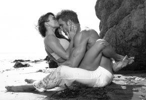 Обои couple, woman, man, kiss, мужчина, женщина, поцелуй, любовь, пляж