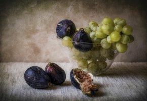 Обои инжир, виноград, ваза, натюрморт