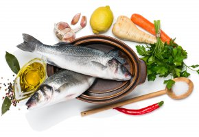 Обои рыба, лимон, овощи, зелень, специи