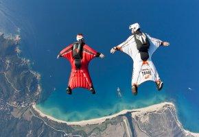 Обои парашютисты, скайдайверы, небо, гора, берег, вода, океан