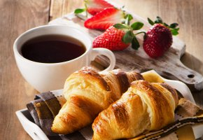 Обои Coffee, Croissant, baking, Strawberry, кофе, клубника, круассаны, выпечка