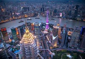 Обои Шанхай, Китай, мегаполис, река, катера, корабли, дома, небоскребы, вечер, огни, панорама