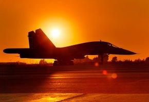 Обои Су-34, бомбардировщик, Россия, ВВС, Сухой, закат, аэродром, солнце, самолет, вечер