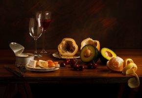 Обои авакадо, сыр, вино, бокалы, вишня, мандарин, натюрморт