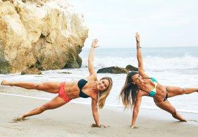 Обои fitness, workout, sand, девушки, фитнес, мышцы, фигура, пляж