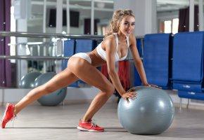 Обои gym, ball, blonde, fitness, девушка, спортзал, блондинка, фитнс, мяч, девушка