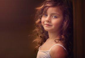 Обои девочка, рыжеволосая, кудри, улыбка, взгляд