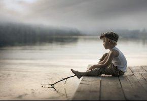 Обои ребенок, мальчик, мост, озеро, кепка, палка