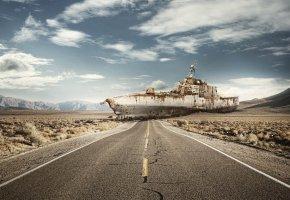Обои корабль, ржавый, дорога, пустыня