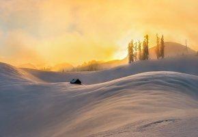 Обои снег, дом, утро, холмы, деревья