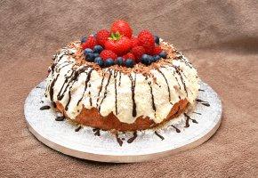 Обои выпечка, cake, глазурь, черника, ягоды, малина, sweet, strawberries, berries, шоколад, пирог, клубника, baked