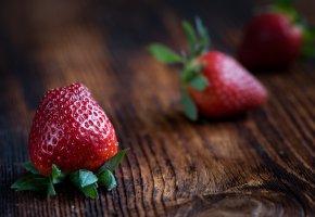 Обои Клубника, стол, ягоды, вкусно, макро