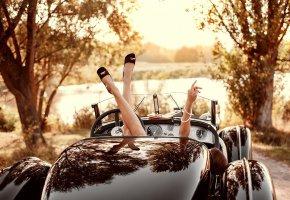 Обои ретро, авто, приборы, руль, природа, девушка, ножки