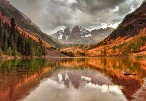 Обои осень, отражение, небо, озеро, горы, облака