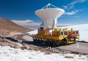 Обои Чахнантор, пустыня, Атакама, Чили, тягач, транспортер, силовая, установка, затаскивает, антенну, горы, космос, наука, техника