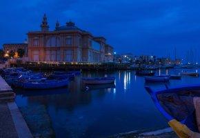 Обои Италия, театр, причал, ночь, лодки, Бари