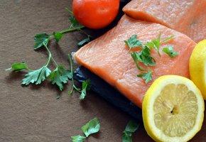 Обои кусок, рыба, помидор, лимон, петрушка
