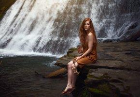 Обои река, девушка, водопад, ножки, платье, длинные волосы
