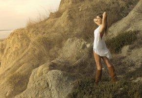Обои модель, девушка, поза, сапоги, побережье, настроение, лето