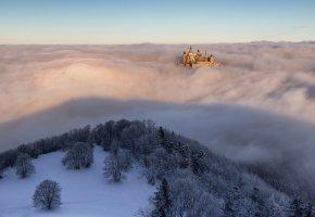 Обои замок, облака, деревья, иней, туман, зима, небо
