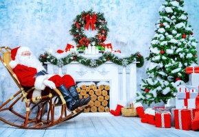 Обои Кресло, камин, Санта Клаус, Елка, Подарки, Праздник, гирлянда, Новый Год, поленья