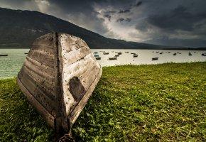 Обои природа, река, лодки, зелень, гора