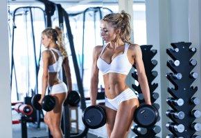 Обои девушка, спортзал, фитнес, fitness, фигура, зеркало, гантели