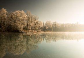 Обои зима, озеро, туман, деревья, лес