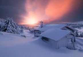 Обои небо, зима, снег, свет, домик, вечер