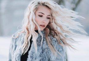 Обои шуба, девушка, макияж, прическа, блондинка, зима, снег, волосы