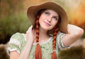 Обои платье, косы, улыбка, рыжая, девушка, взгляд, шляпа