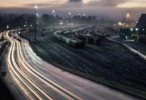 Обои железная дорога, ночь, станция, город, огни, вагоны