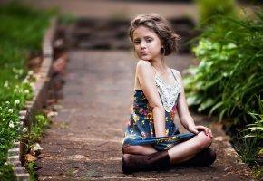 Обои Ребенок, лето, девочка, дорожка, зелень, платье, сапоги