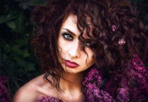 Обои девушка, красивая, волосы, цветы, сирень, портрет, макияж