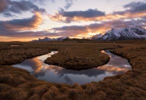 Обои река, облака, небо, ручей, горы, свет, трава