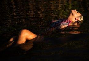Обои Девушка, мокрая, тело, модель, лицо, вода, купальник
