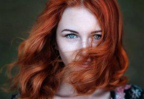 Обои рыжеволосая, веснушки, улыбка, локоны, девушка, красивая, глаза