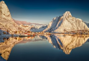 Обои Reine, Nordland, Norway, Рейне, Нурланн, Лофотенские острова, Норвегия, деревня, горы, отражение