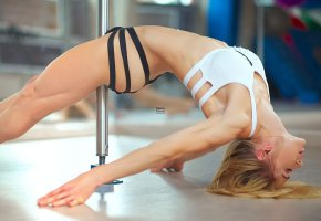 Обои blond, ass, legs, sixpack, closed, eye, smile, beautifull, perfect, fitness, black, white