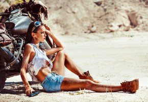 Обои tanned, brunette, beautifull, legs, tits, glass, bike, boots, shirt, jeans, shorts, look, eye, perfect, pretty, gun